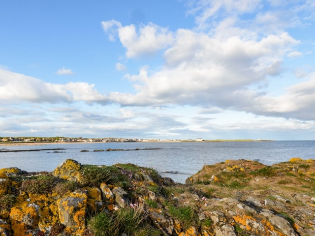 A view from the far end of Earlsferry beach back towards Elie